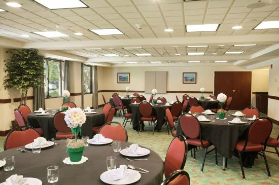 Wingate by Wyndham Lake George: Banquet Set Up