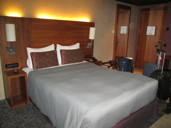 Rafaelhoteles Badalona: apartamento de tamanho razoavel - boa roupa de cama e banho