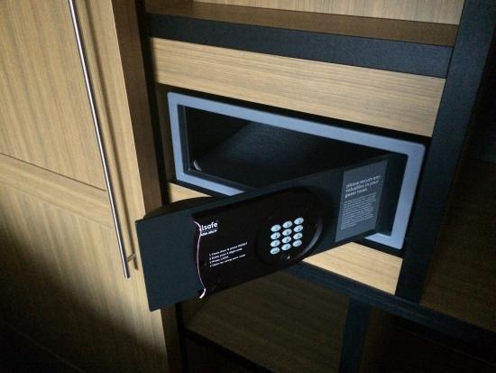 Aloft Cupertino: Safe in the room