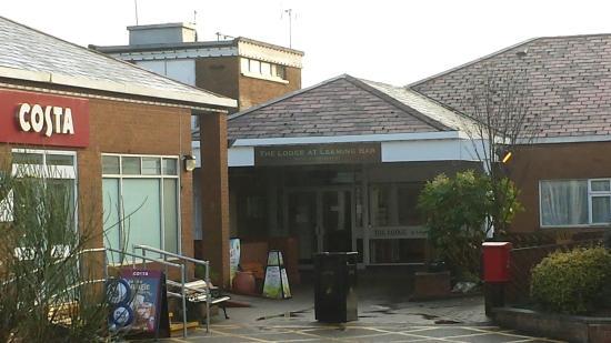 Lodge At Leeming Bar : Main entrance