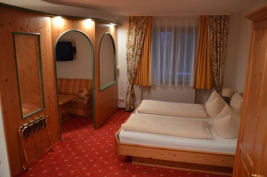 Hotel Arnika: une chambre:belles boiseries