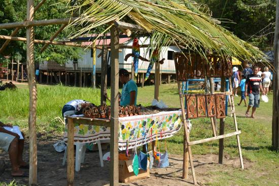 Ilha de Tinharé, BA: Craft stand at the end of the landing area