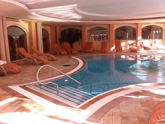 Hotel Engel Obertal: Pool Innen mit Zugang nach aussen