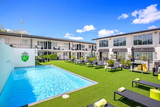 Regent of Rotorua : Courtyard & Pool