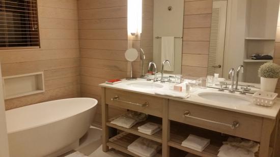 Bagno con vasca e doccia foto di lux belle mare belle - Vasca bagno con doccia ...