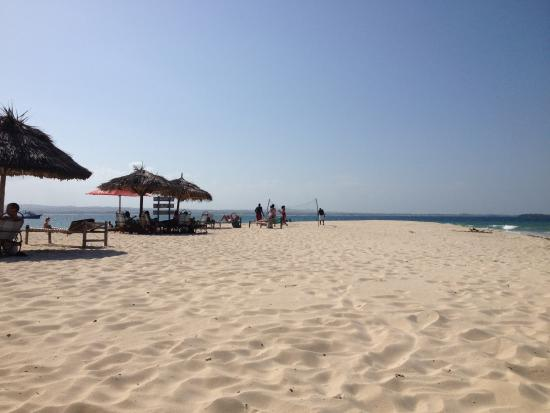 Bongoyo Island: 現場就跟從google衛星看到的一樣,就是一片突出的沙灘