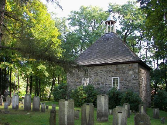 Historic Huguenot Street: Church & Graveyard