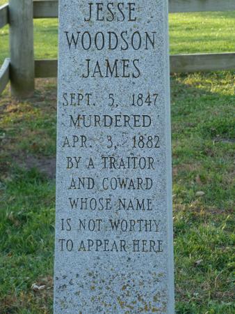 Jesse James Birthplace Museum: gravestone