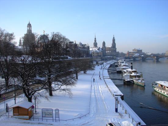 Elbufer Dresden : during winter days