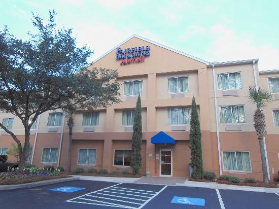 Fairfield Inn & Suites Brunswick: Exterior Pic 1