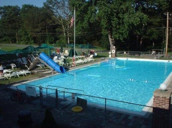 Baumann's Brookside: Pool