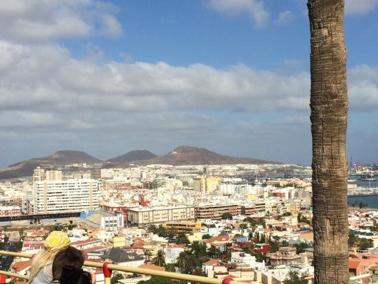 City Sightseeing Las Palmas de Gran Canaria: One part of the tour: on the hills you can see the vastness of Las Palmas :)