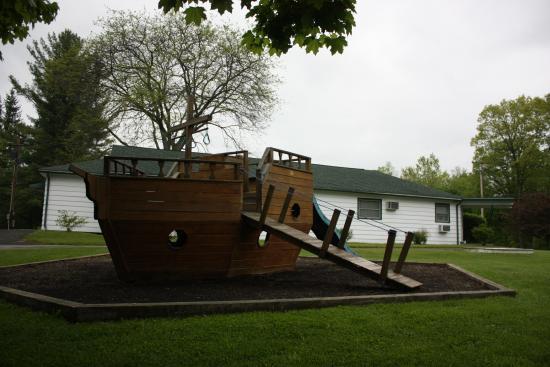 Baumann's Brookside: Pirate ship