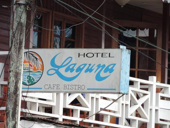 El cartel del Hotel Laguna