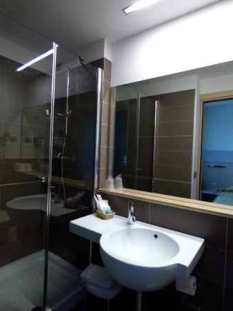 Hotel Aries: bathroom