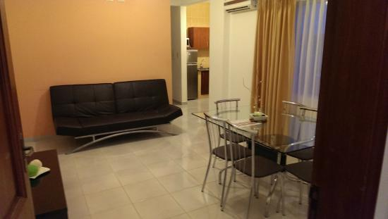 Aparthotel Premium Suites Santa Cruz : living & dining room
