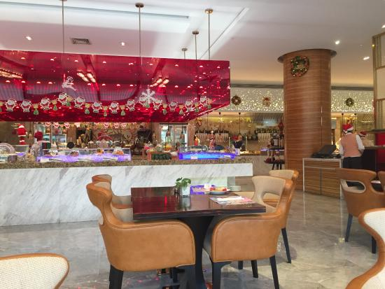 Ramada Pudong Airport Shanghai : Big place not a lot of different foods to eat coffee was just ok.