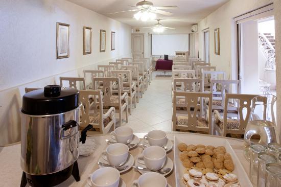Hotel & Suites Quinta Magna: Salon Ejecutivo 1