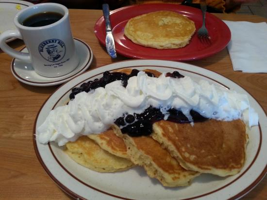 Blueberry Hill Family Restaurant Panket