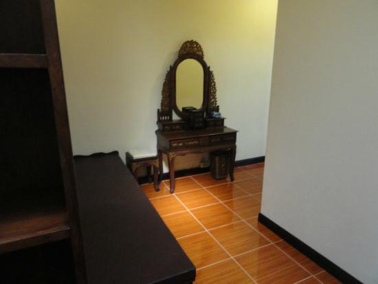 Phi Phi Paradise Pearl Resort: Room V2