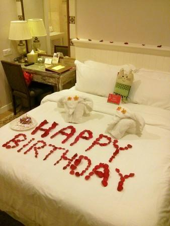Birthday decoration foc picture of the settlement hotel for Room decor ideas for husband birthday