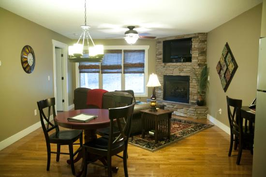 Asheville Cottages: living area