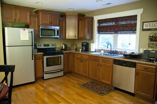 Asheville Cottages: spacious kitchen area