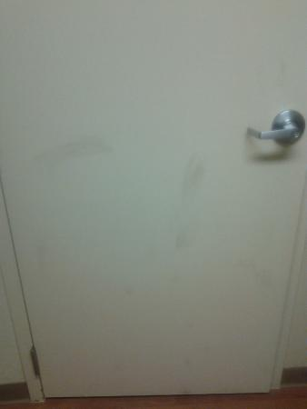 Extended Stay America - Pleasant Hill - Buskirk Ave.: Bathroom door