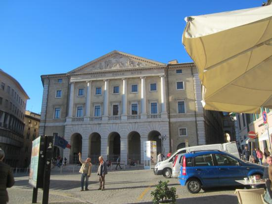 NH Ancona : City Square fifteen minutes walk from the hotel