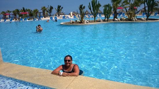 Foto de royal decameron punta sal punta sal piscina for Sal piscinas