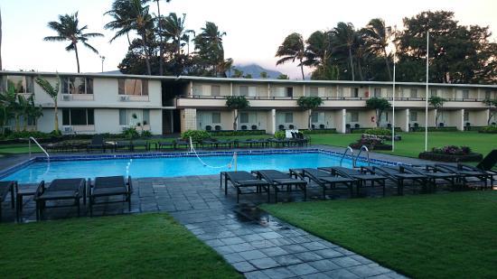 Maui Seaside Hotel: Pool