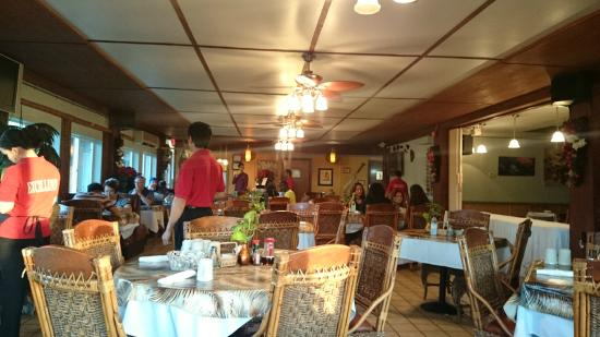Tante's Island Cuisine : Busy Place, good sign!
