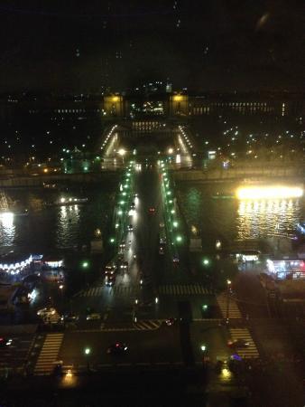 Vue trocad ro la nuit picture of 58 tour eiffel paris tripadvisor - Restaurant dans la tour eiffel ...