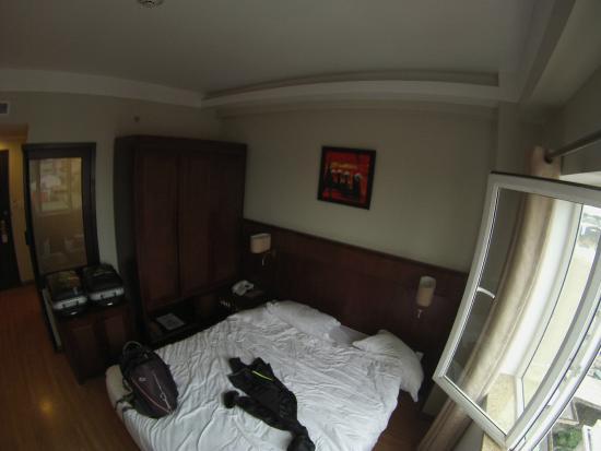 Gold Hotel Hue: la chambre en desordre