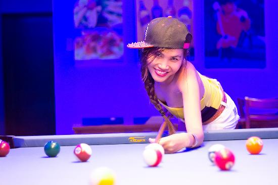 Booze Cruise Sports Bar & Grill: We offer free pool