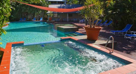 Oasis at Palm Cove: Pool and Spa Area