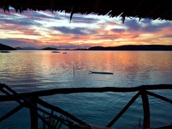 Coral Bay Beach & Dive Resort: bedroom view