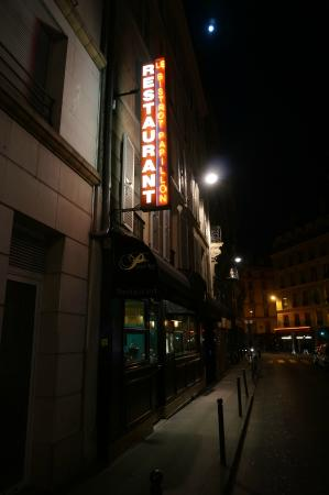 Bistrot Papillon: A very French entrance