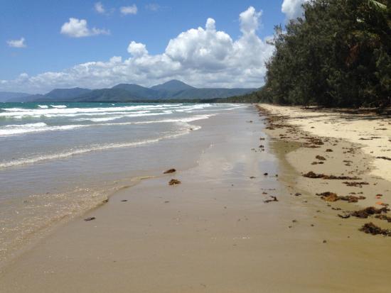 Port Douglas Sands Resort: 4 mile beach across the road from Sands resort