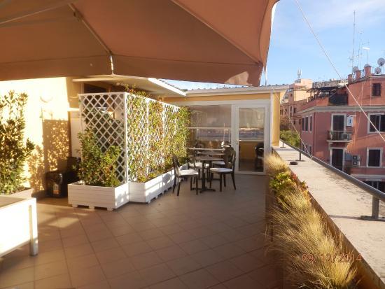 Terrazzo sul tetto con vista Cupolone - Picture of Fragrance Hotel ...
