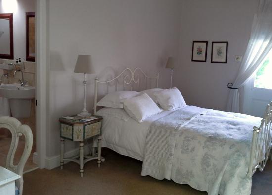 Auberge Clermont: Bedroom