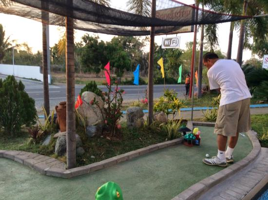 Shorestop Inn & Restaurant: Putting green