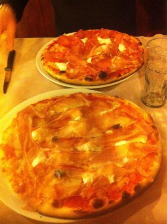 Pizzeria Manzoni: Speck bufala e scamorza in uscita, crudo e bufala in uscita!