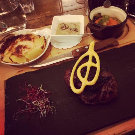 Restaurant Le Vieux-Chalet: Filet de bœuf sur ardoise