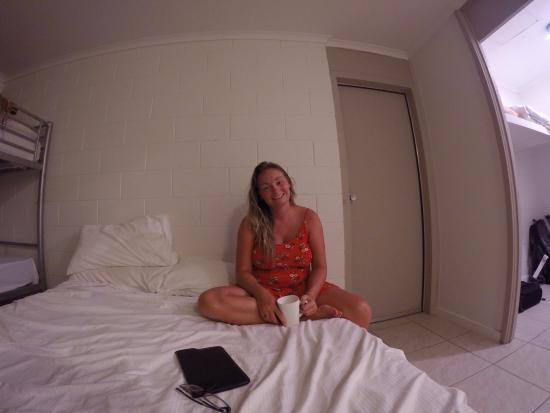 Base Backpackers Airlie Beach: Room