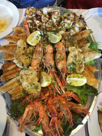 Restaurant des Fontaines : Grillade de poissons .... Que dire? Juste excellent !