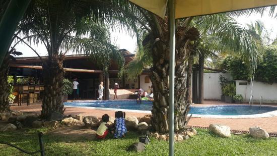 Hotel Residence Ubuntu : Bar and swimming pool.