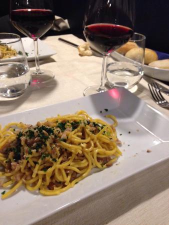 u56 restaurant Cafè: Spaghetti alla chitarra con funghi e castagne ��buoni!