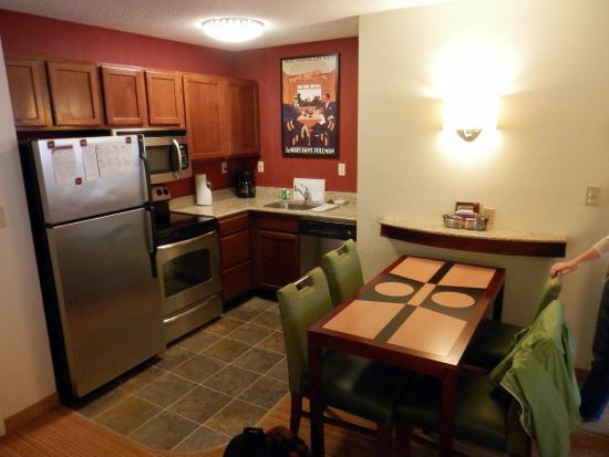 Residence Inn Savannah Midtown: Kitchen area