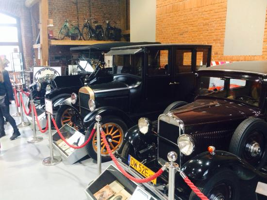 Zamek Topacz: Fantastic collection of vintage cars & bikes